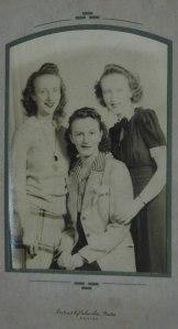 1940s Sisters
